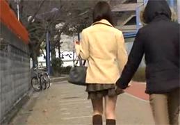 歩いてた女子大生スカートめくりしたらノーパンだった