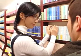 書店で誘ってくる美人店員さんのパンスト破いて挿入!