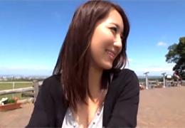 美乳がぷるんぷるん揺れまくる北海道在住のHカップ奥様