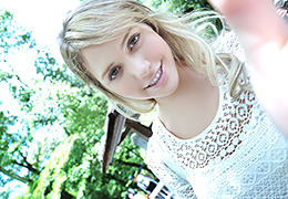 """大ブレイク中の北欧美少女 """"ミア・楓・キャメロン"""" の幻の!"""