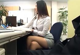 仕事ができる超美人な同僚に給湯室に誘われてSEX!