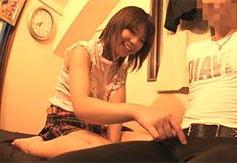 自ら生挿入!ショートロリのドスケベ美少女がエロエロ自宅訪問!