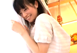 ちっぱいを必死に隠す仕草が可愛すぎる美少女JK!