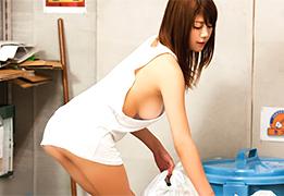 二度見するほどエロい格好でゴミ出しにきた近所の若妻をヤる!