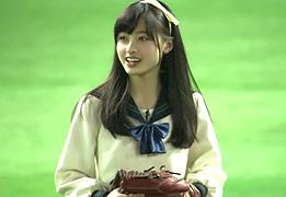 天使すぎるアイドル橋本環奈(15)が始球式で制服パンチラの画像です