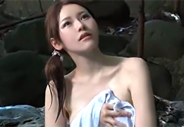 母親と混浴に来ていた美人女子大生が一人になる時を狙ってレイプ!