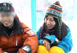 春スキーに来ていたスノボカップルの超美乳な彼女を寝取って生ハメ!