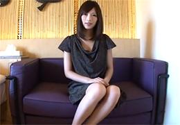 【素人】半年間セックスレスだという8頭身ボディの26歳美人妻の画像です