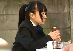 学校帰りに買った焼き芋に媚薬を盛られSEX中毒にされるパイパンJK