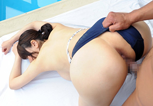 爆乳インストラクターと泳ぎそっちのけでSEXしまくる 沖田杏梨