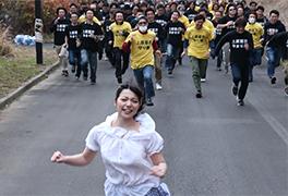 【捕まったら即中出し】No.1女優 上原亜衣 vs 素人100人!
