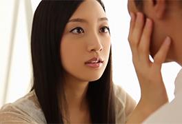 透き通るような美少女と見つめ合いながら、ゆっくりキス…。 辻本杏