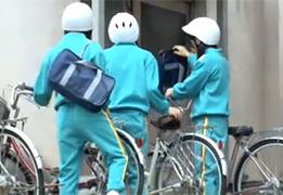 ジャージで自転車通学するのどかな田舎の女子校生を中出しレイプ!