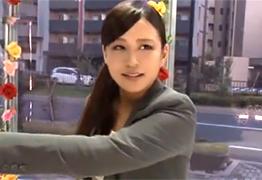 【素人】10万円の誘惑に負けて会社の上司と街中でセックスする爆乳OLの画像です