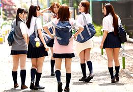 夏休みで浮かれてガードが緩くなってる女子校生をナンパして乱交!