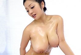 """""""芸能人"""" 小向美奈子のスライム乳ボディに中出しできるソープランド!"""