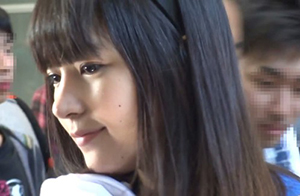 【半ケツ動画あり】ニコニコ超会議で夏目雅子(本名)の半ケツが…