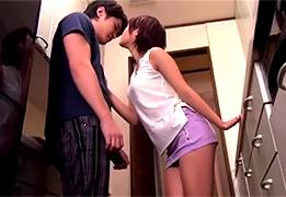 姉と弟だけで住む事になったアパートで童貞の弟を誘惑するお姉ちゃん!