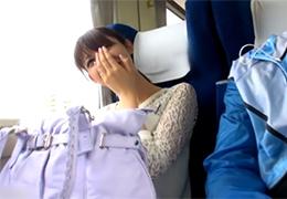 ガチ特急電車の中でキスからおっぱじめる不倫カップル