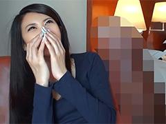 【盗撮】停止したエレベーターの中でバイトの後輩に手を出す美人女子大生