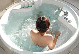 お風呂でオシッコする割合調べた結果→20代女性マジかwwwwww
