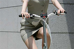 OL自転車パンチラ