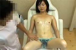 乳首オイルマッサージ