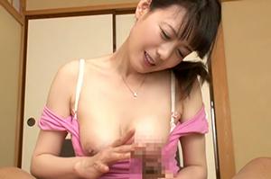 「朝から元気ね、ママが抜いてあげる」目覚めの一発はママのフェラ 三浦恵理子
