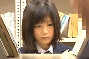 アイドル級の女子校生が図書館で声も出せずに愛液を垂らし犯される 南梨央奈 友田彩也香 長澤あずさ