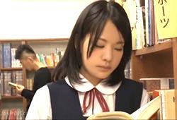 学生居眠り図書館痴漢