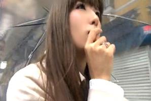 【素人】雨の日の大阪でGETした泣きボクロがセクシーなモデル系お姉さん