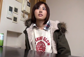 【素人】サークルの取材と騙されてヤリ部屋に連れ込まれた上京したての純朴女子大生