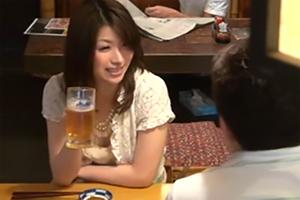一人で飲んでいた美人妻をナンパしてハメるの画像です