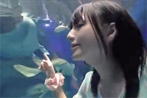 久々の水族館にテンション上がるペンギン好きの激かわ女の子。もちろんその後は....。