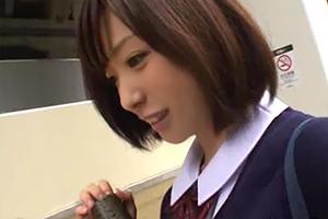 【素人】こんなあどけない娘(18)が卒業式当日に自宅でAV撮影する時代…の画像です