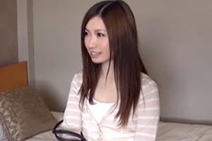 【飯岡かなこ 井上瞳】ナンパしたモデル級美人妻に容赦ない無許可中出し!の画像です