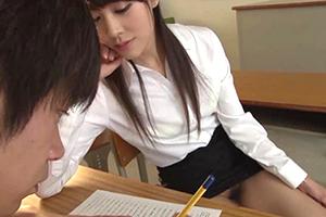 ノーパン誘惑女教師 芽森しずくの画像です