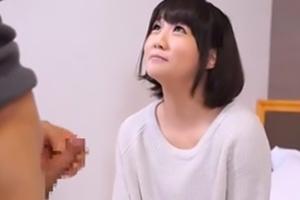 【素人】こんな清楚な美少女が自らちんこ握ってくれるなんて…の画像です