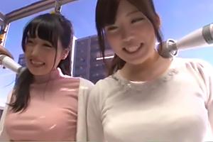 【マジックミラー号】女子大生2人組の人生初電マ体験が敏感過ぎて超可愛い