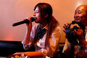 交換留学で来た女子校生、長谷川モニカ がおじさんと・・・