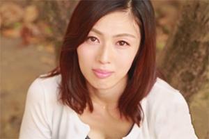 子持ちの母とは思えない人妻 小崎里美 の魅力