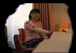 「今なら大丈夫ですから…!」 スリルが欲しくて自宅でハメ撮りしちゃうスケベ妻おすすめ記事の画像です