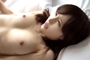 割れ目クッキリのパイパン美少女(瀬奈まお 花音しおり)とイチャラブセックス!