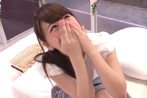 【マジックミラー号】パンツに収まりきらないデカチンを見た女子大生の反応www