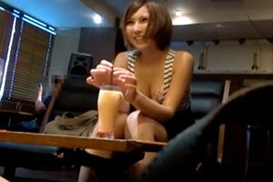 「主人はノーマルなので精子を飲むなんて…初めて」美人妻旦那に内緒でごっくんAV初出演!!の画像です