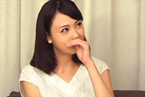 【素人ナンパ】欲求不満な人妻はキスでスイッチオン。2本の肉棒も余裕でイカす!の画像です