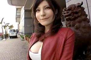 【我那覇レイ】Gカップ巨乳、日本人離れのルックス。沖縄の美女に無許可中出し!の画像です