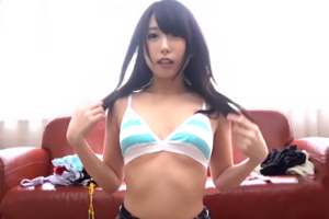 人気AV女優有村千佳×アニメコスプレ ~本能剥き出しディープキス中出し性交~の画像です