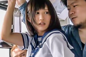 通学途中に痴漢の手によって絶頂を教え込まれた女子校生 湊莉久の画像です