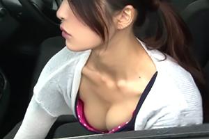 目の前に止まった車の助手席にいる、すまし顔した女の胸があまりにも大きくて… 6の画像です
